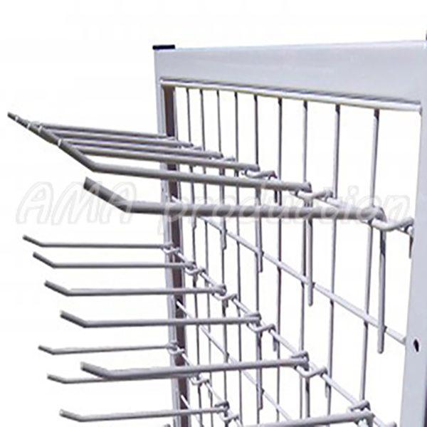 Торговая стойка с крючками на сетке